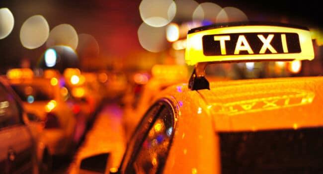 Guia Completo de Táxi na Colômbia + Dicas e Tarifas de Medellín - Quero Te Mostrar